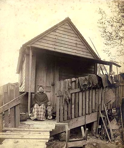 Princess Angeline at her cabin. Photographed by Edward Curtis. (University of Washington Library)
