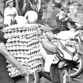 Telur man by Karyn Leong - Black & White Street & Candid (  )