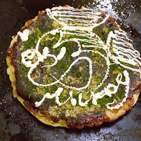 【大阪グルメ】お好み焼き定食が食べたい / お好み焼きを熱々ライスにのせて味噌汁とともに食べる