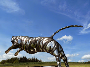 Photo: big jumping tiger sculpture