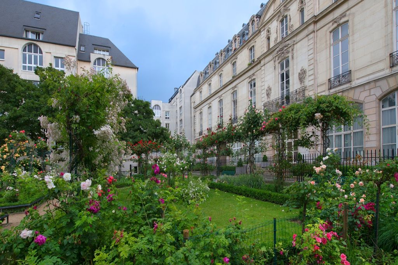 Garden near 2 Bedroom Apartment in Marais Charlot