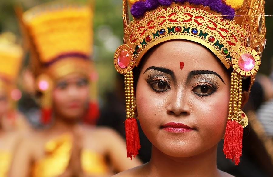 Girl in balinese art festival by Putu Yustiantara - News & Events World Events
