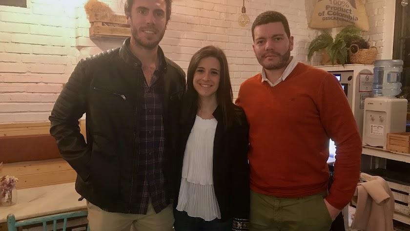 Los tres ganadores de este concurso del Colegio de Médicos, Miguel Molina, Desirée Agudo y Jonathan Angulo. Foto: Fernando Cuadrado