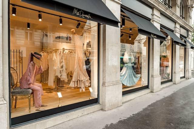 エミリー、パリへ行く シルヴィが買い物