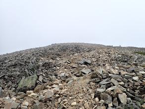 最後のガレを登る