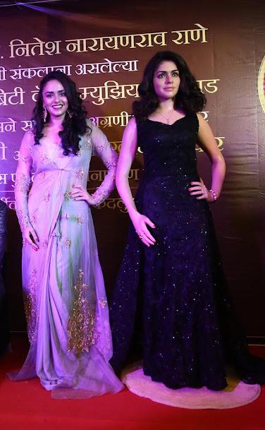 Amruta Khanvilkar Wax Sclupture, Amruta Khanvilkar in saree, Amruta Khanvilkar hot photos, Amruta Khanvilkar sexy pics