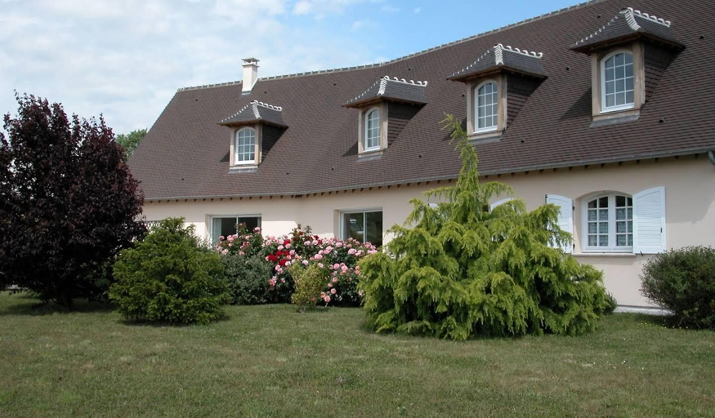 Contemporary house with garden and terrace Gaillon