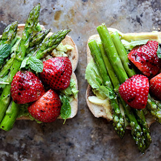 Avocado Toast with Asparagus and Strawberries