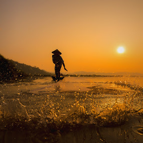 Close the camera by Visoot Uthairam - People Street & Candids ( cool, water, sou, outdoir, thailand, net, coler, rural, country, life, fresh, shadow, asia, sunrise, fisherman, black, river )