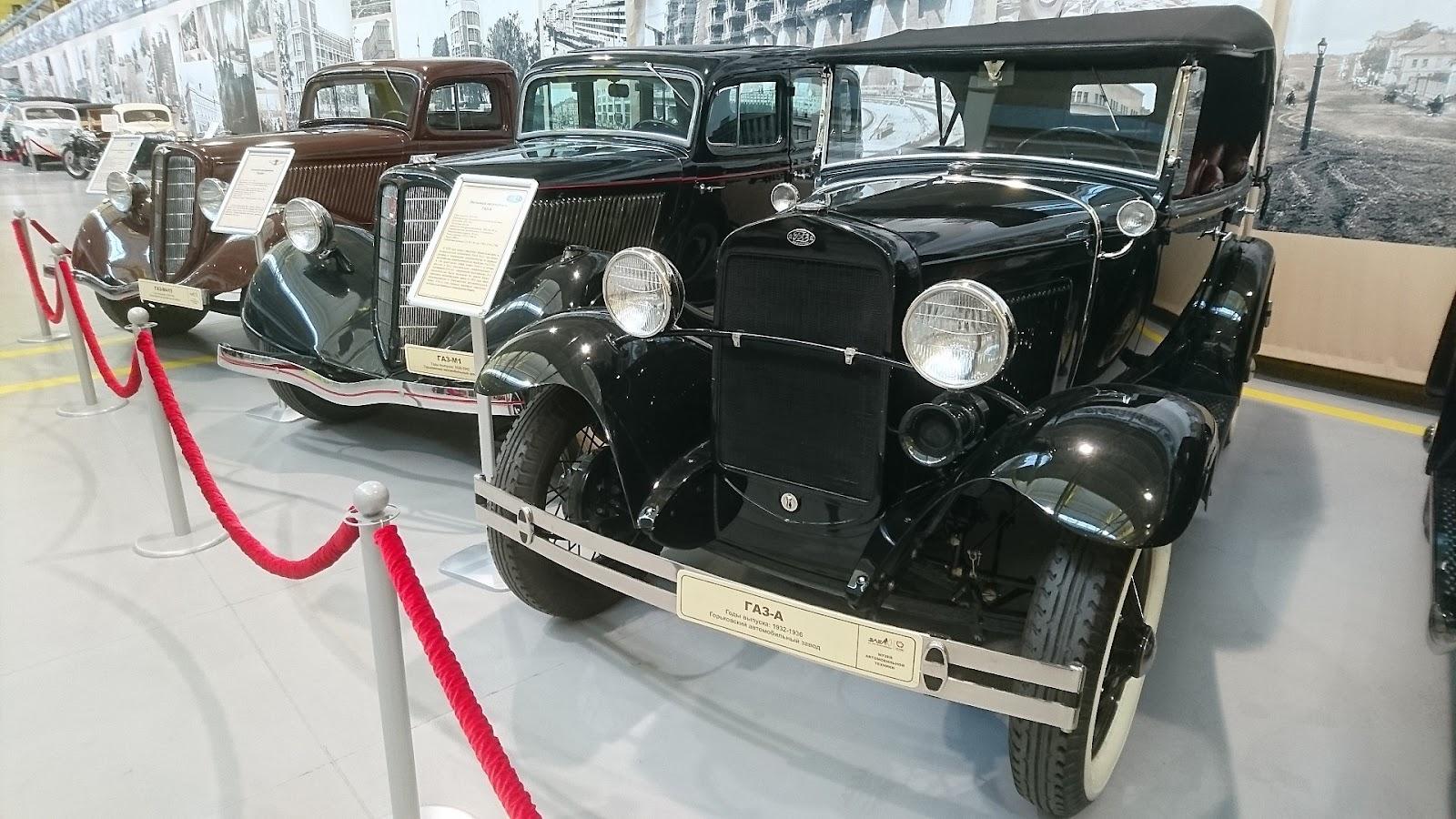 1920px-Soviet_passenger_cars_of_the_1930s