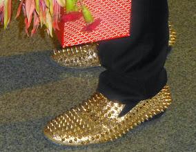 """Photo: """"Wolałbym, żeby patrzyli Państwo na moje ręce, niż na moje buty"""" - poprosił artysta w przerwie koncertu"""