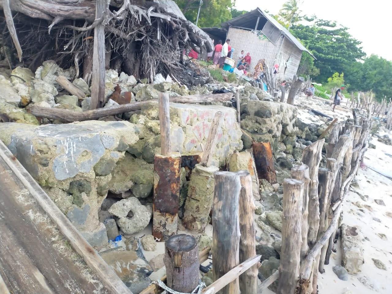 Keindahan Pinggir Pantai di Sepanjang Polo Talango Aeng Brakas Ra'as Luluh Lantak Oleh Abrasi Laut