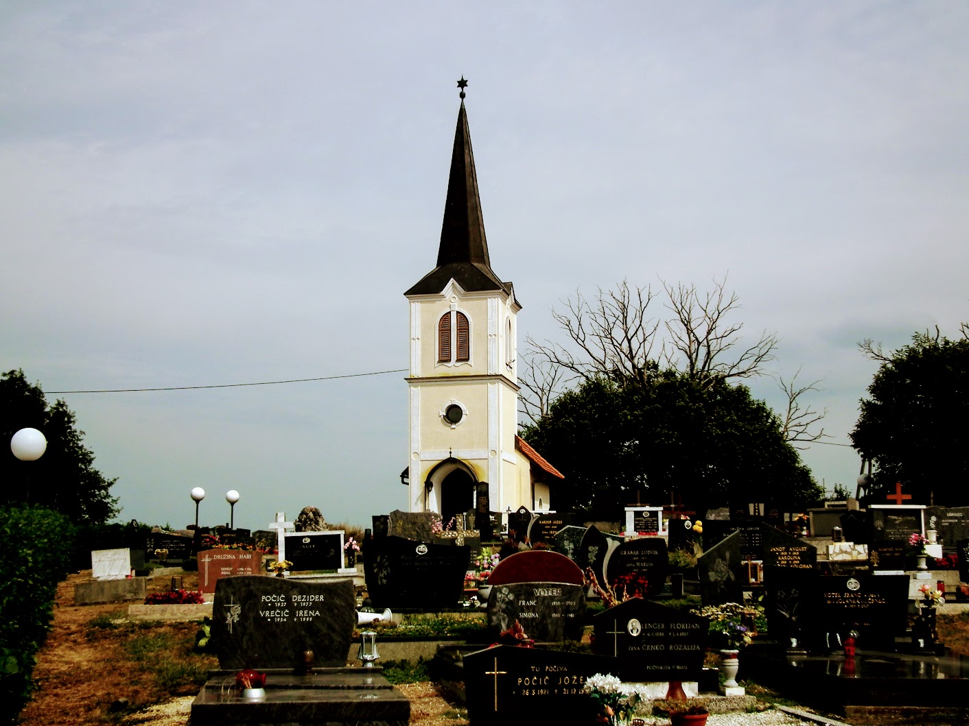 Fokovci (Úrdomb) - kapela na pokopališču (temetőkápolna)