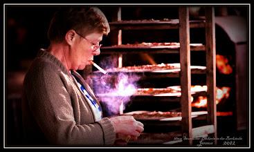 Photo: blaue Stunde der Bäckerin in der Backstube