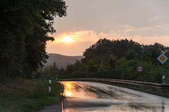 Photo: Jest szansa, że jeszcze dzisiaj uda mi się pokonać parę kilometrów.  Jednak jakimś cudem mylę drogę, a że jadę dość szybko to orientuję się dopiero po kilku kilometrach. Nie chce mi się już wracać, więc noc spędzam na fajnym przystanku w okolicy Holzhausen ;)