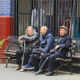 The Old Age by Joatan Berbel - People Street & Candids ( cultural heritage, colorful, candid, people, chinese )