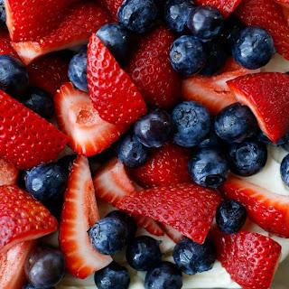 {No Bake} Berry Pretzel Dessert