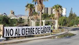 Pancarta colocada por los trabajadores de Cemex al entrada de la planta durante las negociaciones.