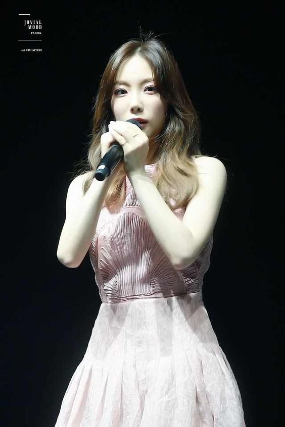 taeyeon gown 41