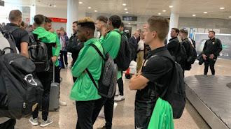 La expedición del Almería regresa en avión este sábado desde La Coruña.