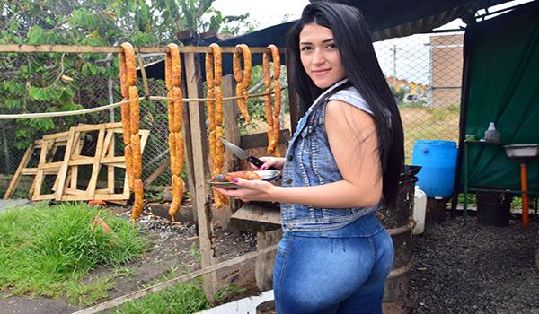 Porndoe – Sexo caliente gonzo y facial con Colombiana amateur Lola Puentes