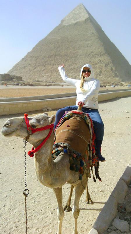 Жена на верблюде