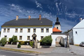 Photo: Kolejnym morawskim miastem, przez które przejeżdżam są Svitavy (niem. Zwittau).  Na zdjęciu kościół św. Jerzego. Jest najstarszą świątynią w mieście. Pierwotnie romański, a obecnie barokowy.