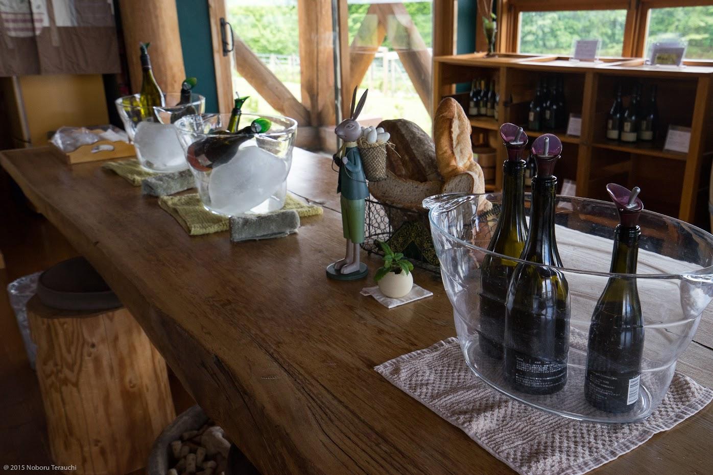 ワインのいろんな味わいをじっくり楽しめるセンターテーブル