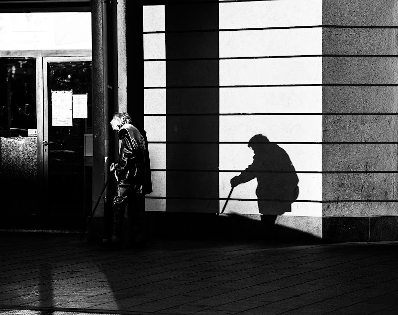 the shadow of time di Zerosedici