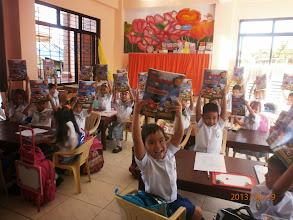 Photo: Ja iloiset koululaiset kirjoineen, Mamburaossa.