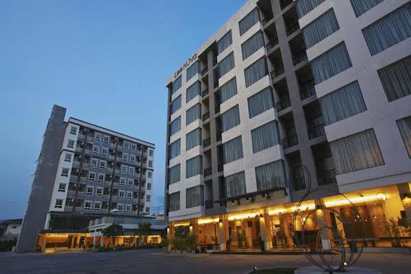 Lee Nova Hotel