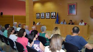 Reunión de coordinación entre Ayuntamiento y vecinos para preparar las fiestas.