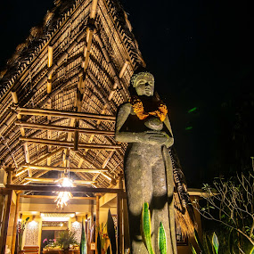 Statue by Loh Jiann - Buildings & Architecture Statues & Monuments ( munduk, statue, bamboo house, reception, architecture )