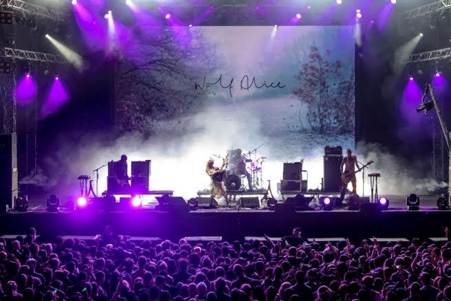 榮獲英國權威水星獎的Alt-rock樂團WOLF ALICE在FWD Stage展示其懾人的現場表現功力