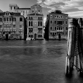 Canal Grande by Nico Sinselmeijer - Black & White Buildings & Architecture ( italia, black and white, venice, italy, canal grande )