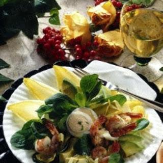 Avocado-Garnelen-Cocktail mit Chicoree und Feldsalat