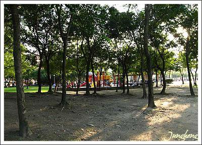 另一個方向看兒童遊樂園