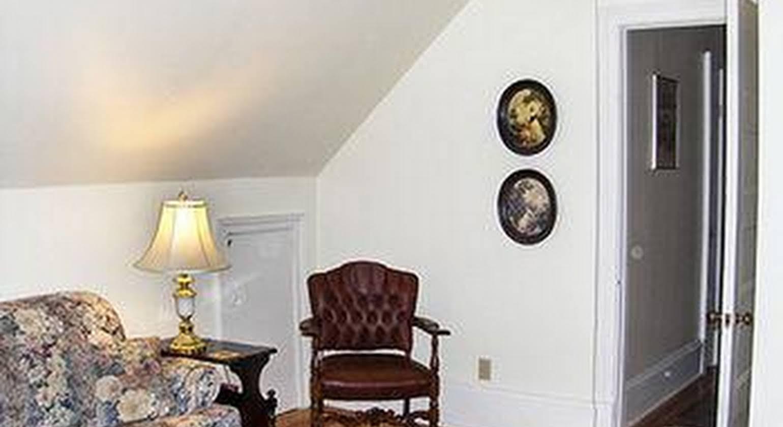 Agincourt Manor B&B Suites