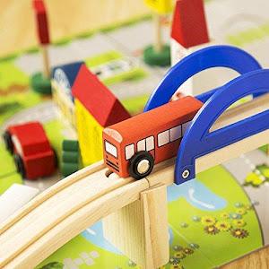 Circuit din lemn Rail Overpass cu masinute, pietoni, semne de circulatie