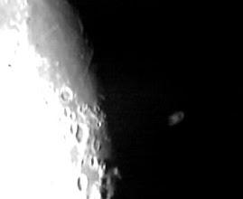 Photo: Saturno sta emergendo dalla parte oscurata della luna