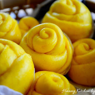 Steamed Pumpkin Flower Rolls 蒸金瓜花卷 Recipe
