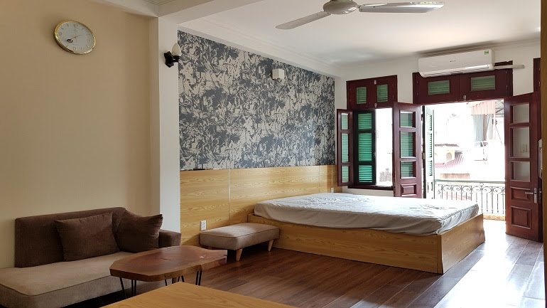Cheap studio apartment with balcony in Truc Bach lake, Ba Dinh district for rent