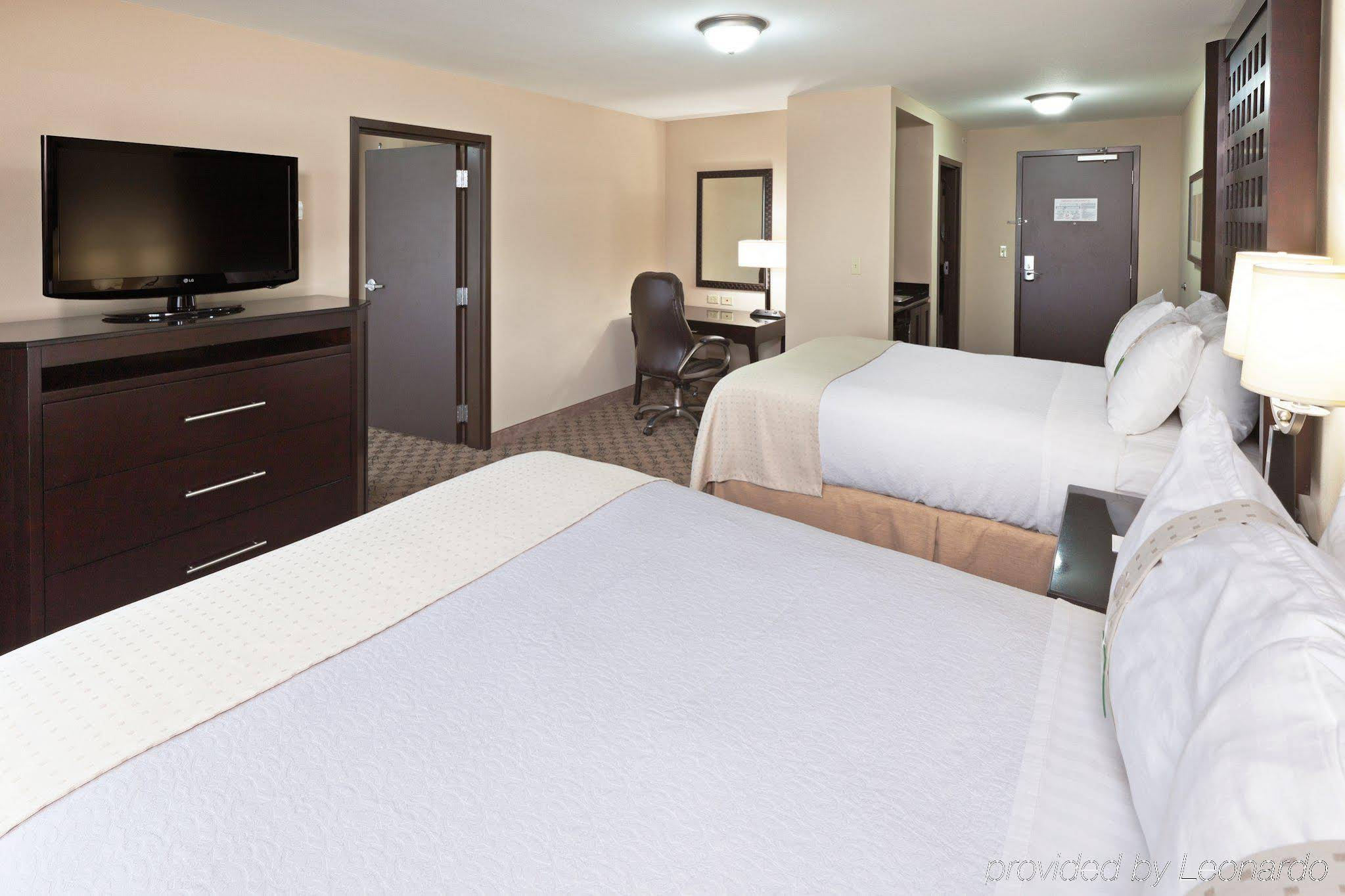 Holiday Inn and Suites Tulsa South