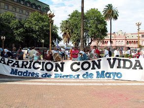 Photo: Plaza de Mayo, manifestacja Matek z Plaza de Mayo / Mothers of Plaza de Mayo