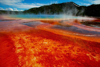 Photo: The Grand Prismatic Spring, the largest in the United States and third largest in the world, is seen in Yellowstone National Park, Wyoming, June 22, 2011. Picture taken June 22, 2011. REUTERS/Jim Urquhart (UNITED STATES - Tags: ENVIRONMENT TRAVEL)