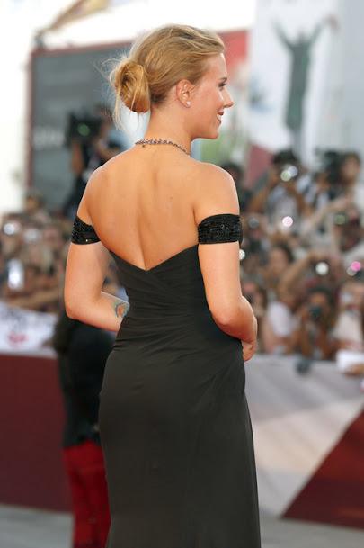 Scarlett Johansson sexy back in black gown, Scarlett Johansson sexy back,