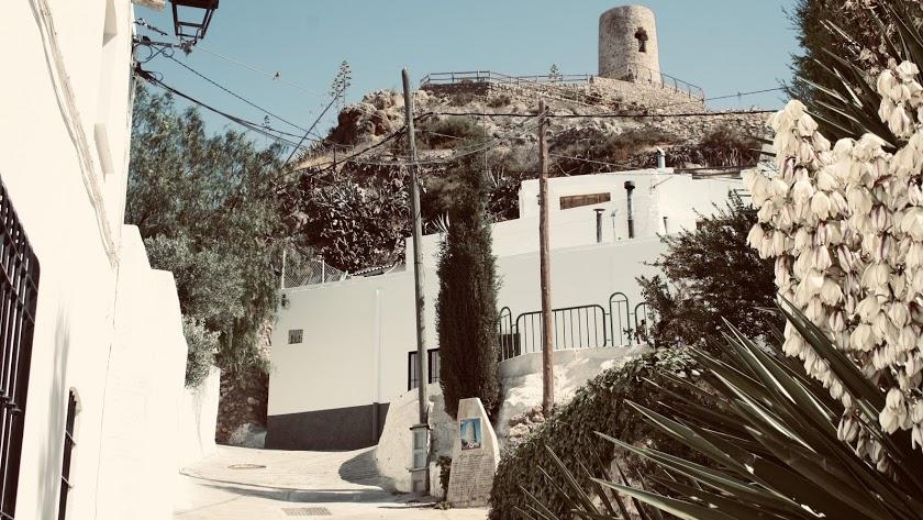Imagen de una bonita calle en Níjar.