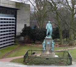 Photo: Schiller Denkmal