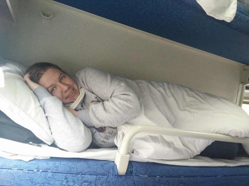 Hard sleeper middle bunk
