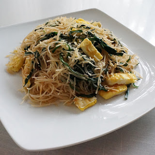 Stir Fry Rice Noodles with Egg and Chives